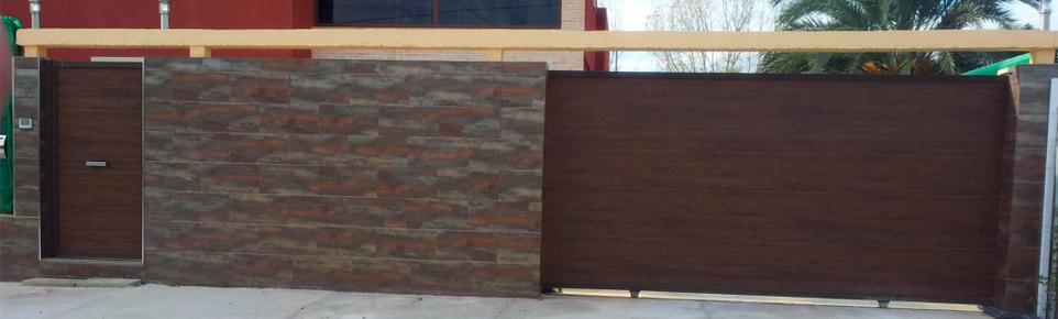 Puertas metálicas de exterior en Alovera