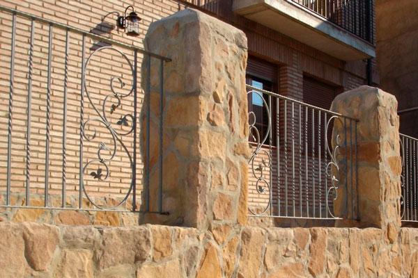 rejas y puertas de hierro forjado